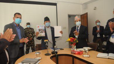 Photo of सञ्चार तथा सूचना प्रविधि मन्त्री पार्वत गुरुङ नेपाल टेलिभिजनका विभिन्न कार्यक्रम उत्पादन एवं प्रसारण स्टुडियोहरुको अवलोकन गर्दै ।